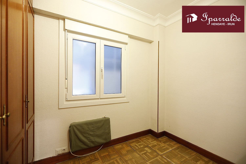 Piso de 70 m2 en zona céntrica de Irún. Ascensor.
