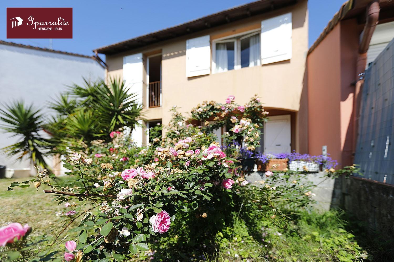 Casa adosada en Hendaya a renovar totalmente, 3 habitaciones y bonito...