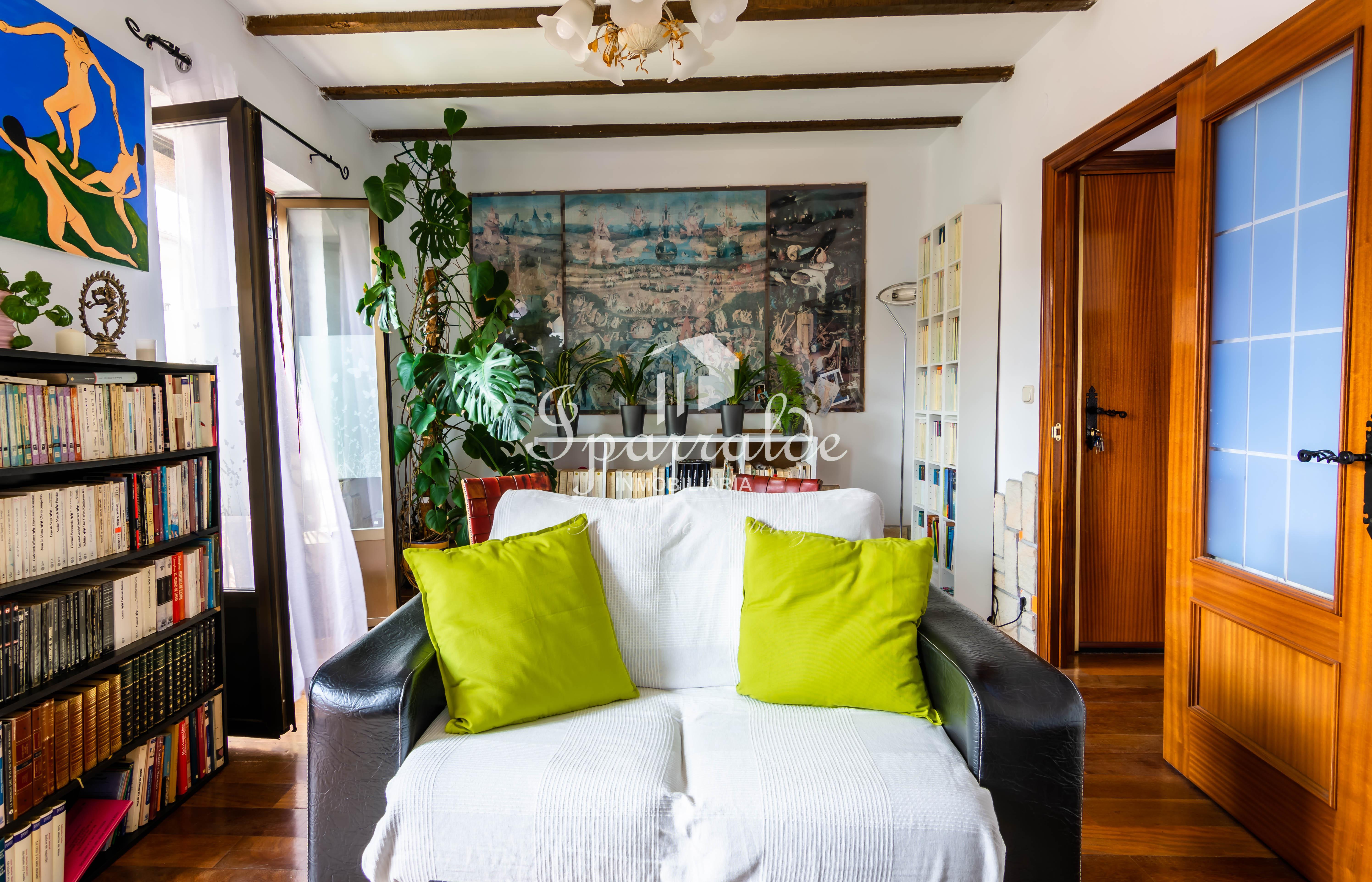 ¡¡¡Ideal para inversores!!! Preciosa vivienda reformada de 3 habitaciones, cocina independiente, 1 baño y salón. Toda exterior