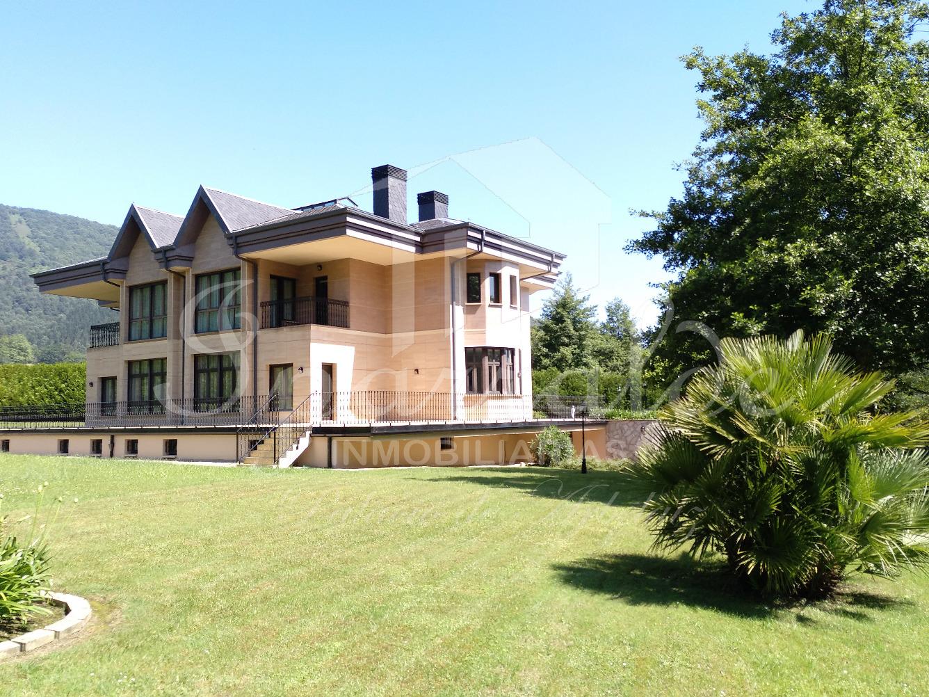 Espectacular villa Unifamiliar de 757m² con 6 suites con baño y ves...