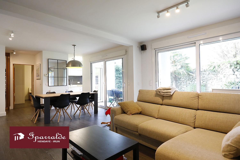 Espectacular vivienda de 3 habitaciones con Terraza y Jardín, además de trastero de 10m2 y garaje cerrado de 21 m2