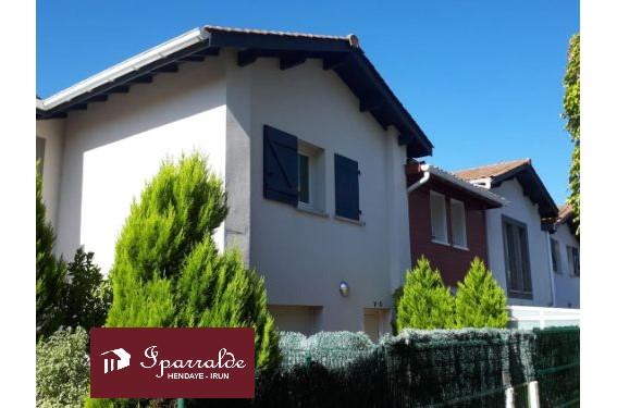 Bonita casa con Terraza de 20m2 y garaje cerrado en Hendaya