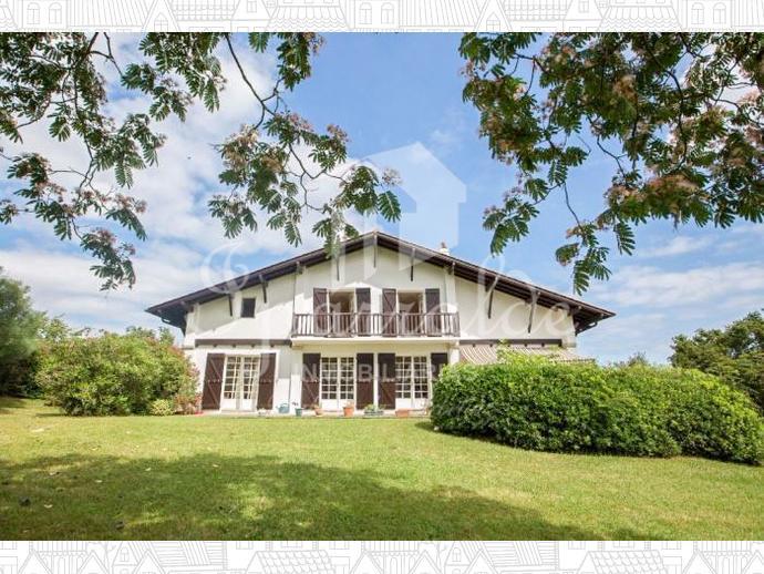 Villa Individual de 6 habitaciones sobre parcela de 4000 m2 en la zon...