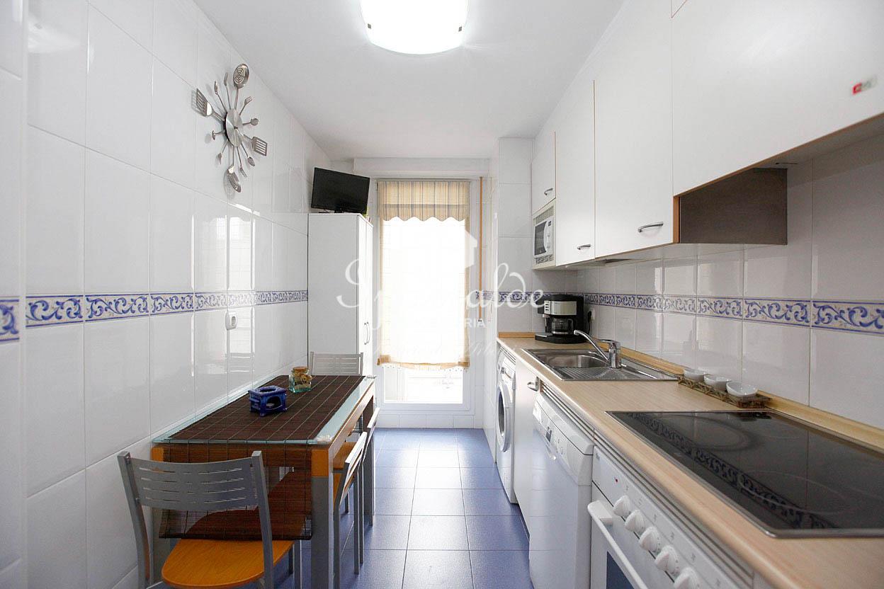 PALMERA MONTERO. Bonito piso de tres habitaciones y dos baños completos. Para entrar a vivir, IMPECABLE