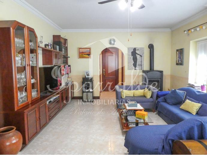 VILLA INDIVIDUAL DE 210 M2 Y 160 M2 DE JARDIN de 7 habts,salón, 2 aseos, 2 baños, txoko y garaje. Reformada y soleada. Zona tranquila y cerca del centro de Irún.