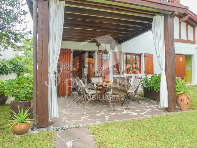 Magnifica villa independiente con jardín de 300m2 y vistas a la Rhun...