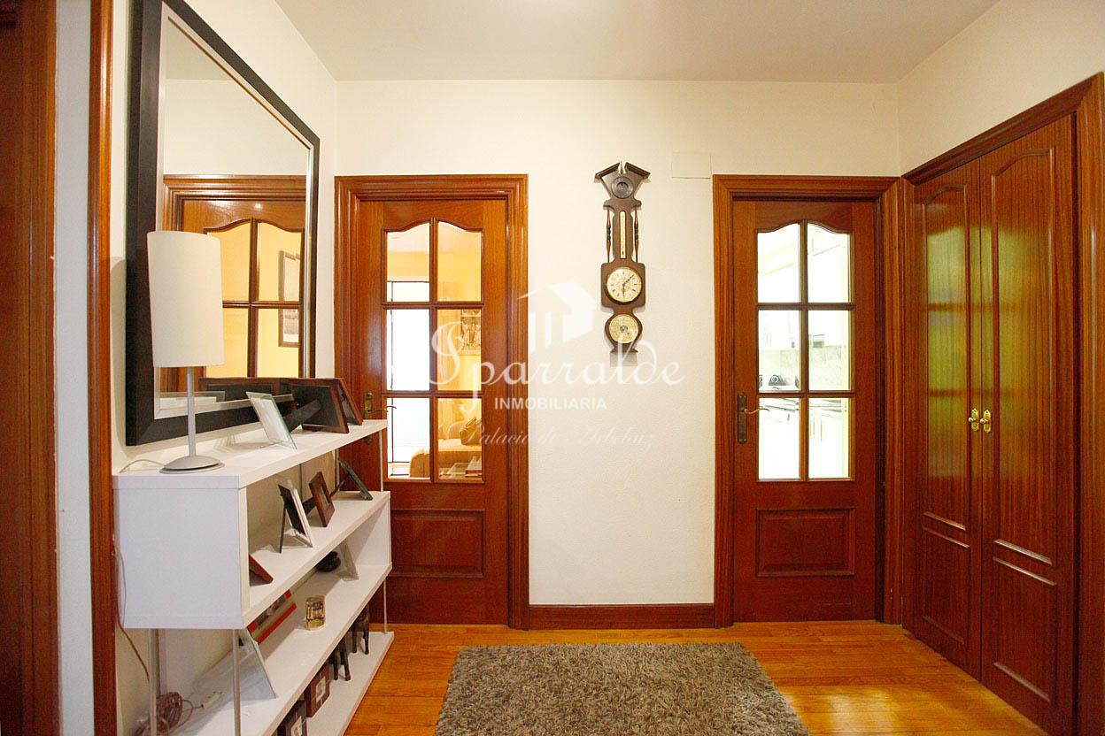 Piso de 61 m2, recientemente reformado situado en el barrio de San Miguel de Irún. Excelente ubicación, para entrar a vivir.