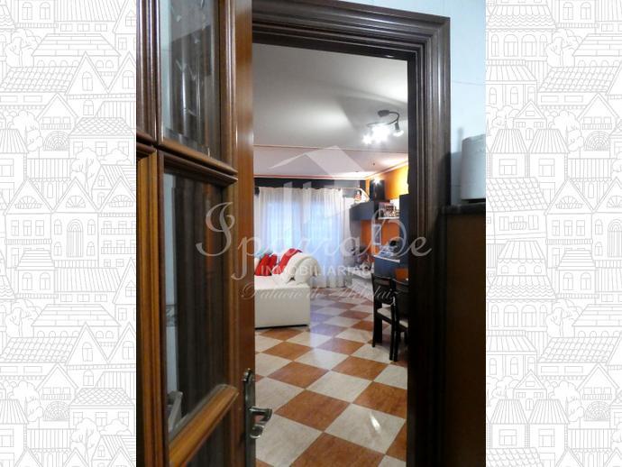 Fantastica villa adosada con 5 dormitorios, dos baños, espacioso salón comedor con chimenea y salida a terraza (sur) , cocina independiente