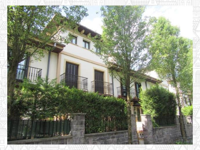 Fantastica villa adosada con 5 dormitorios, dos baños, espacioso sal...
