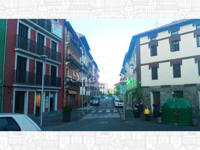 Abreviada: Local comercial a pie de calle en una de las zonas más em...