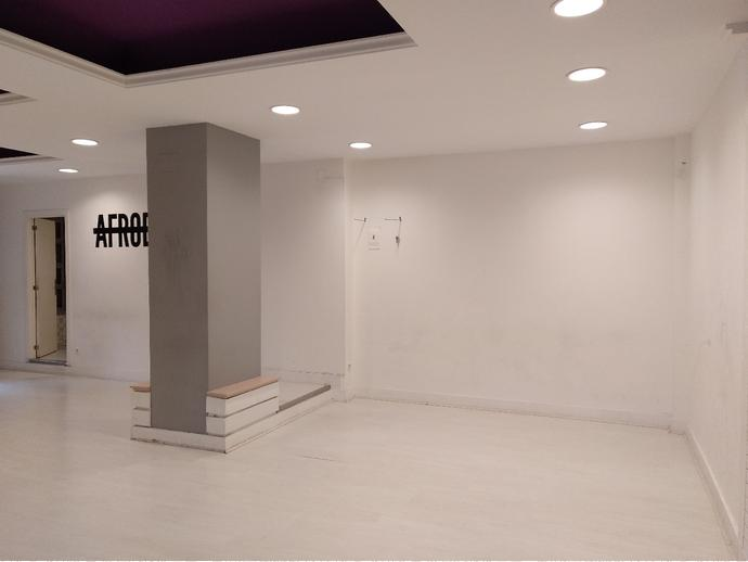 Local comercial en planta baja de 75,36m<sup>2</sup> de planta diafana, vestuario y baño completo.