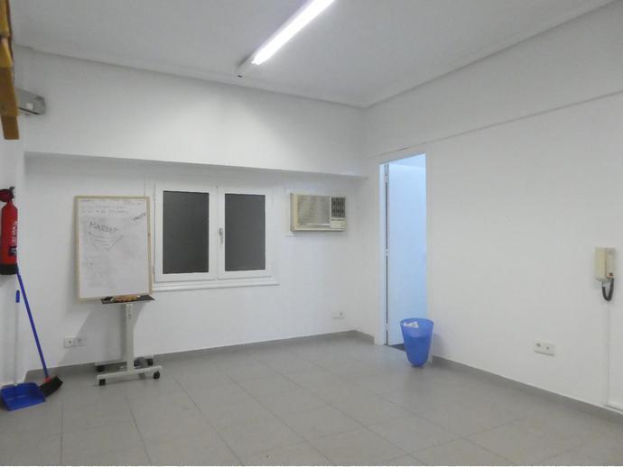 Oficina de 33m2 con dos espacios en pleno centro de Irún, uno de ell...