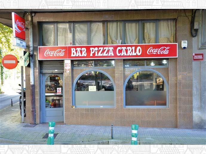 Bar Pizza Carlo es un bar de 115m2 con mostrador, mesas en interior y...