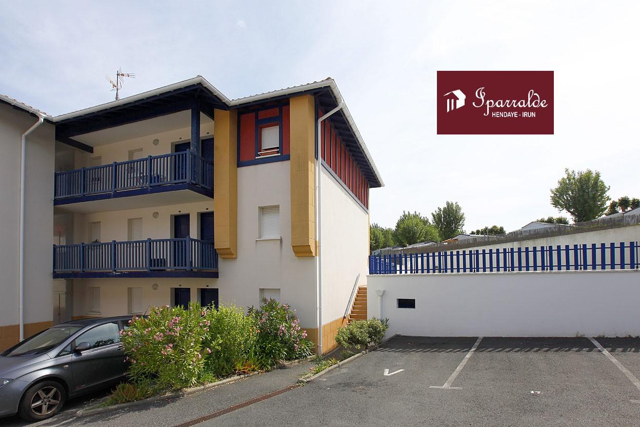 3 pièces 50 m² À Hendaye (64), appartement T3 orienté Sud avec Terasse, Parking, Piscine et vue aperçu mer