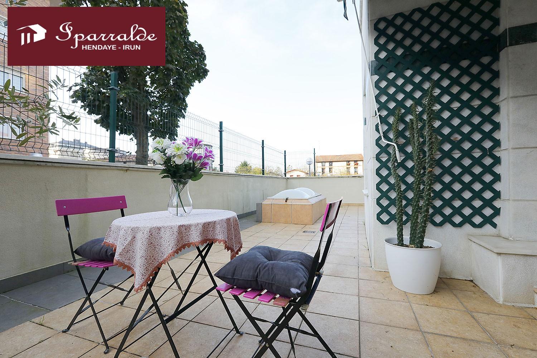 Piso de dos habitaciones y terraza de 45 m2 en Palmera Montero.