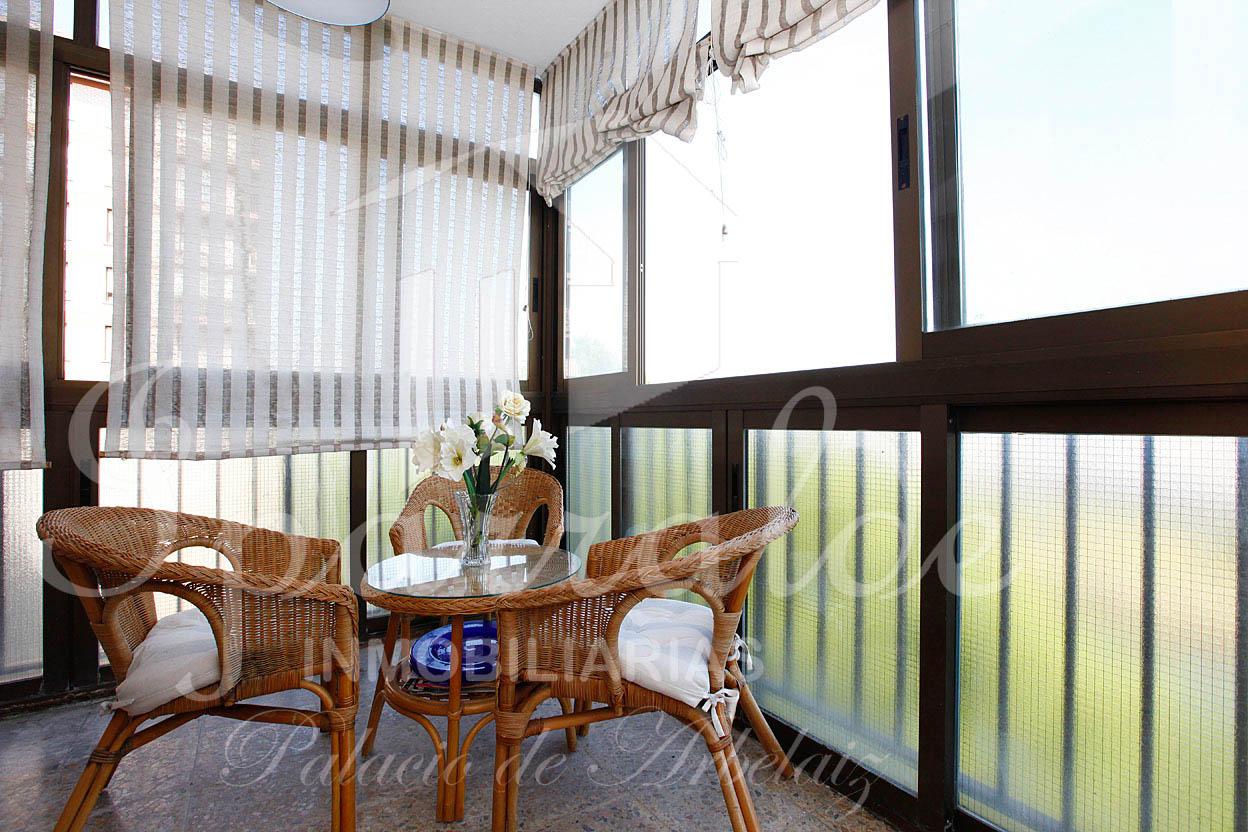 Bonito piso en Azken Portu, con terraza cerrada y gran balcón. Bonitas vistas.  Trastero