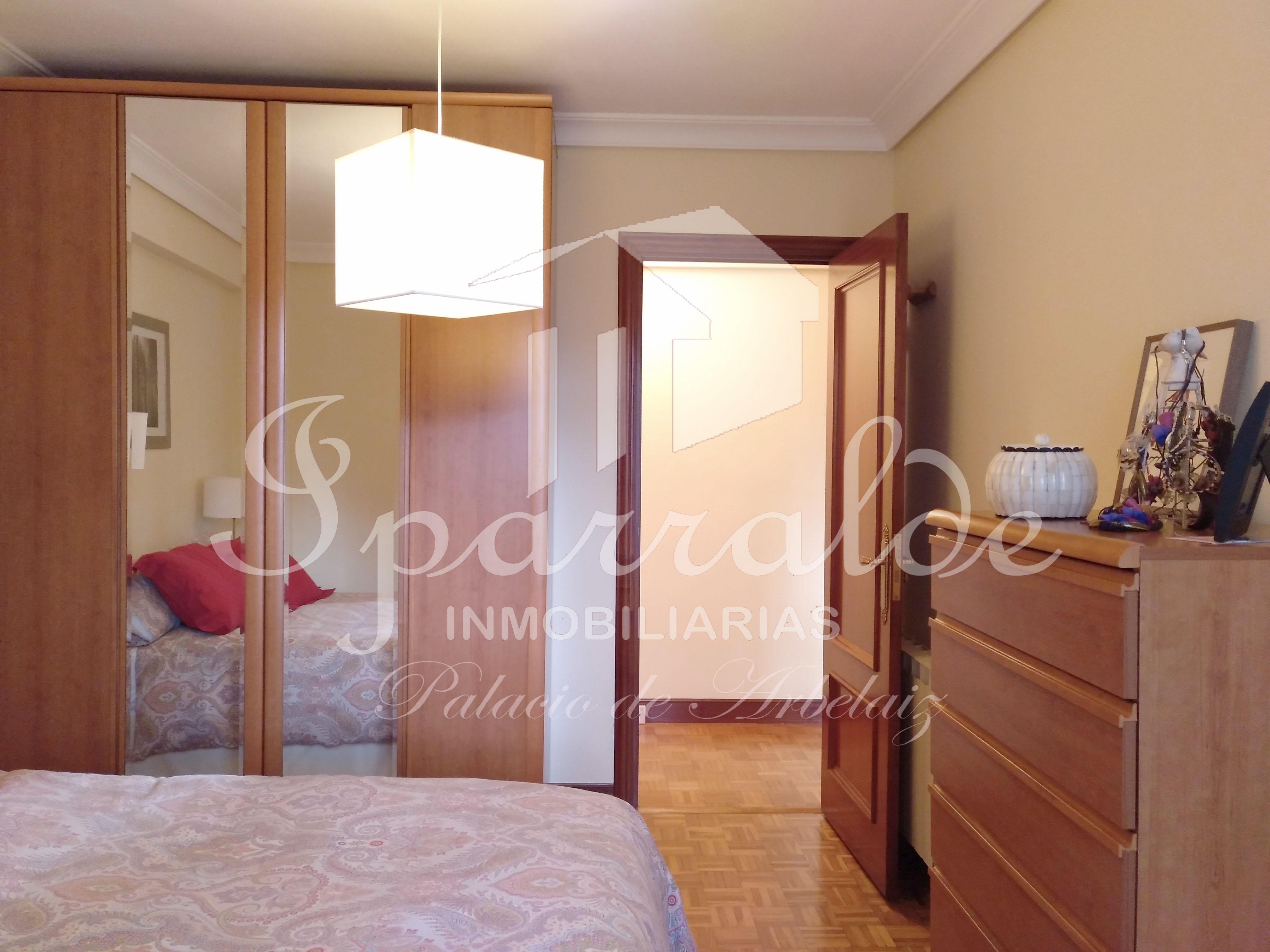 Precioso piso de 61 m² de 2 habitaciones gran cocina con espacio de comedor y salida a balcón cerrado, 1 baño completo y salón