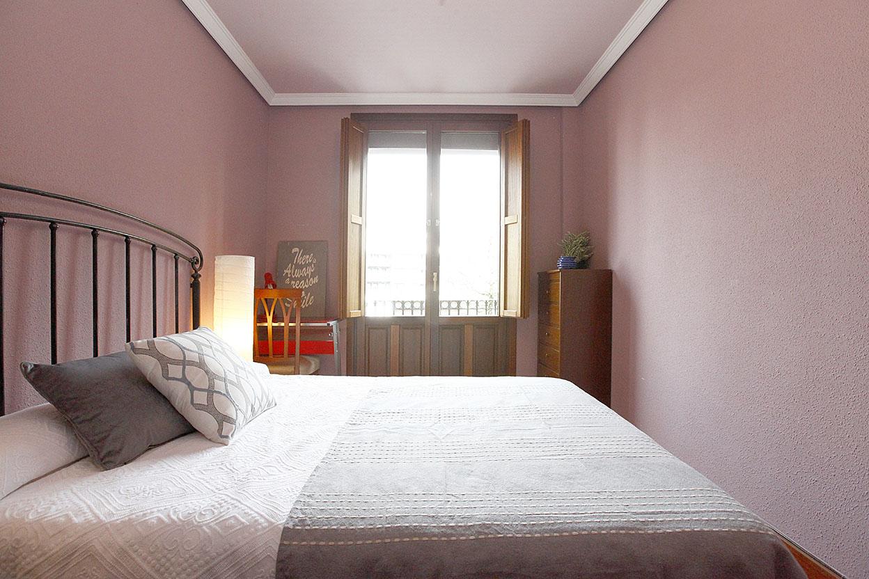 Bonito piso en Plaza Istillaga de Irún. Luminoso y despejado. Para entrar a vivir.