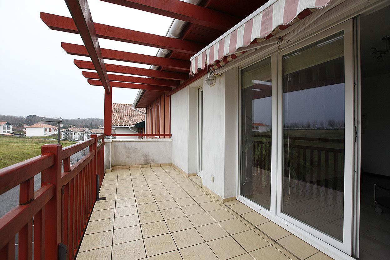 A la venta bonito piso con garaje privado en residencia tranquila con ascensor.