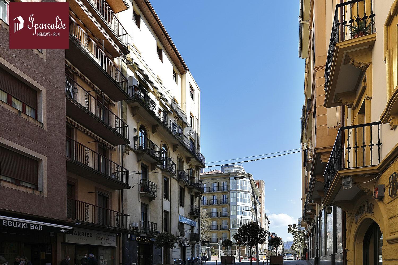 Piso en altura en zona de la Plaza del Ensanche de Irún. Ascensor