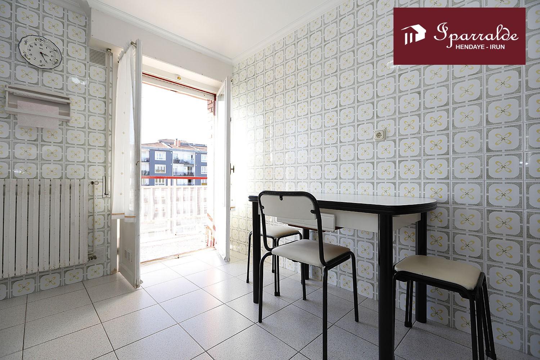 Precioso piso en altura de tres habitaciones en zona céntrica de Irún
