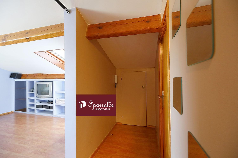 Coqueto apartamento en villa de 35m2, con orientacion suroeste y vistas despejadas. Ideal como primera vivienda