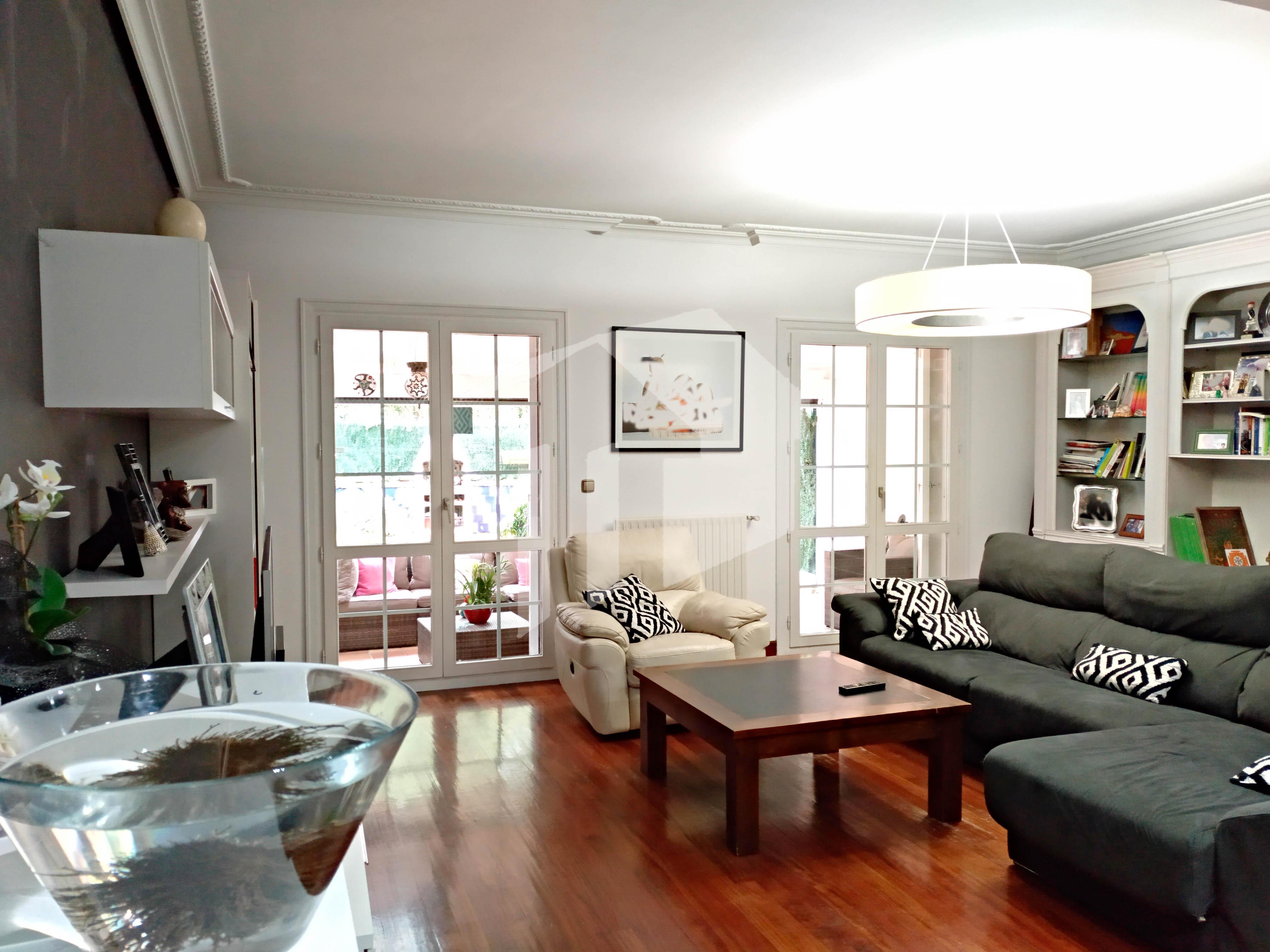 MAGNIFICA VILLA de 223, 45m² con gran salón comedor, 4 dormitorios,...