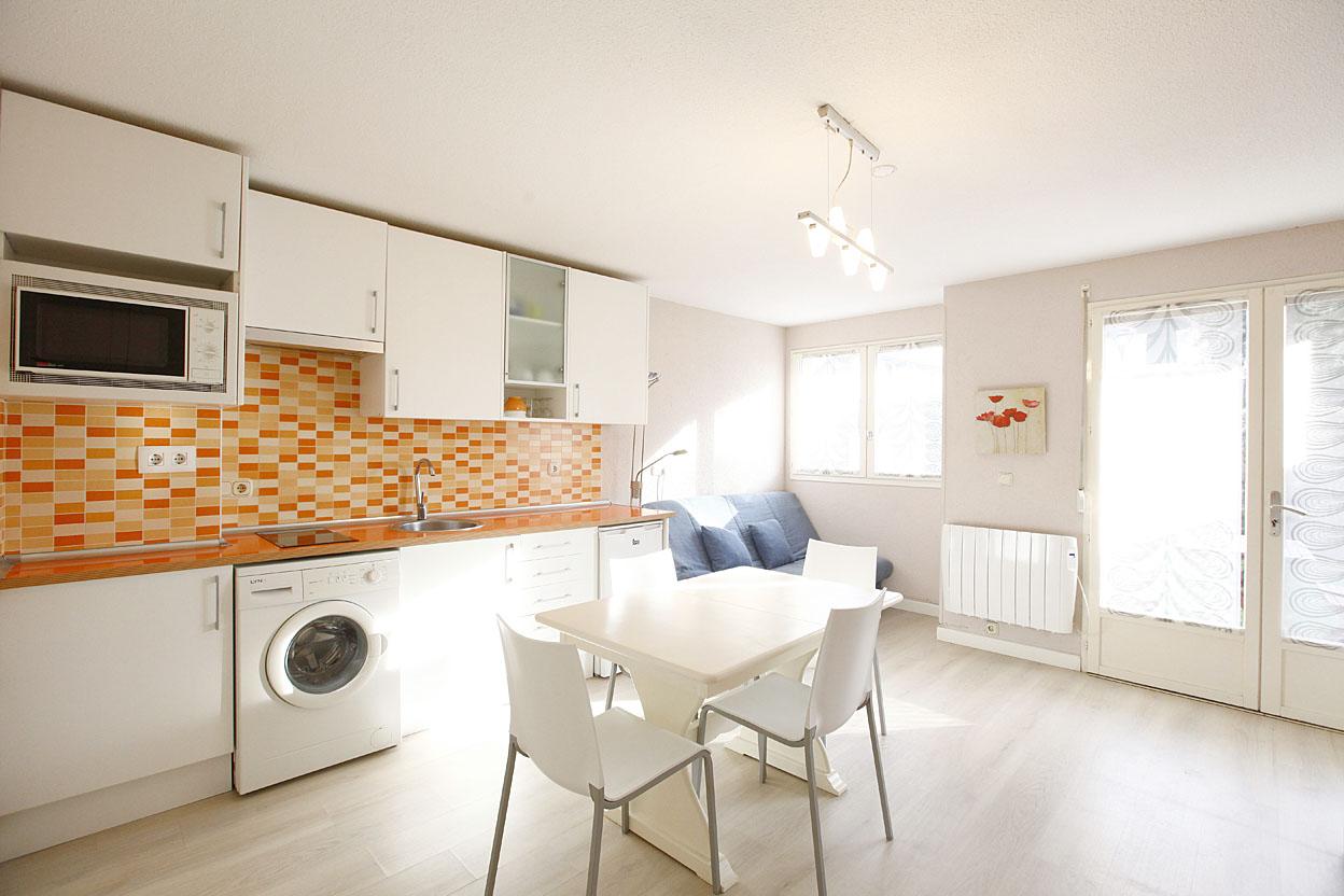 Vivienda de 70m², con tres dormitorios, cocina amplia y baño completo reformado