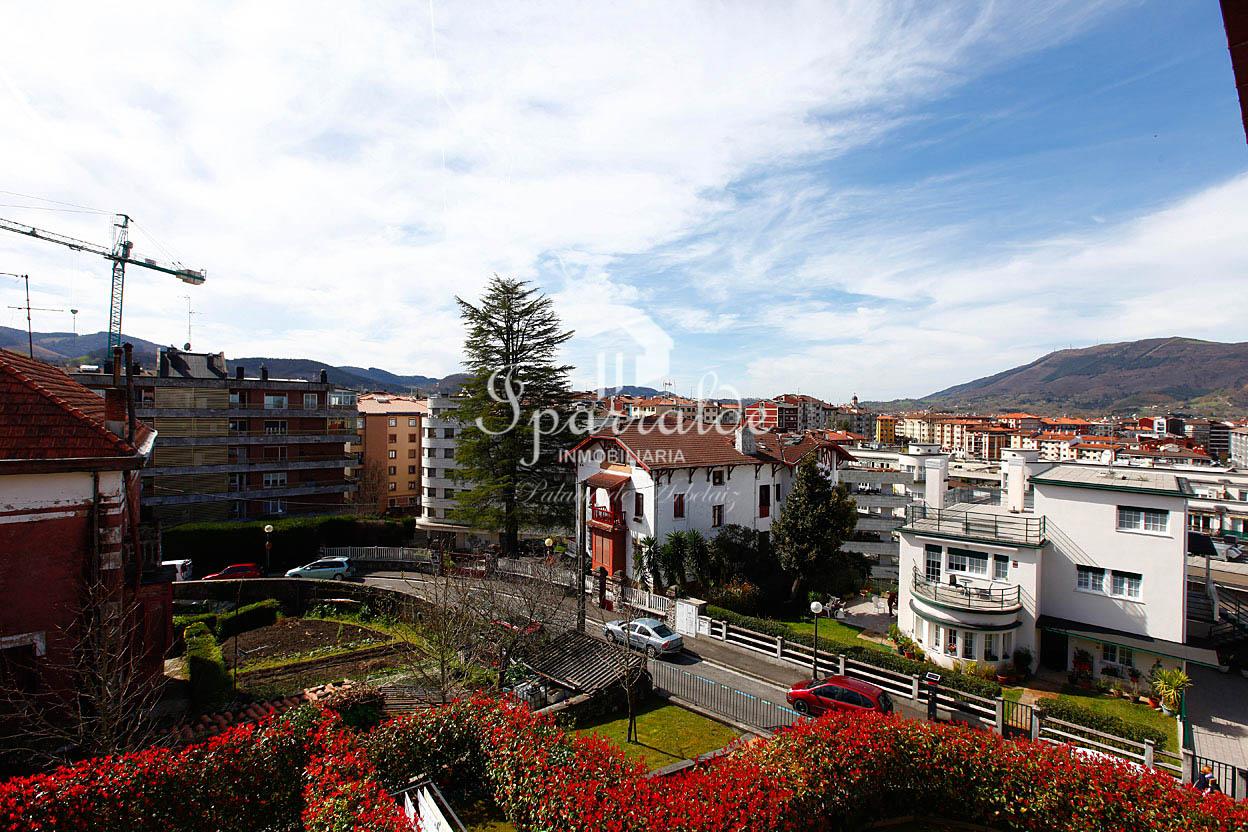 Magnifica y luminosa vivienda de 96 m2 const. en 2008, orientada a tres fachadas  y con espectaculares vistas a toda la ciudad.