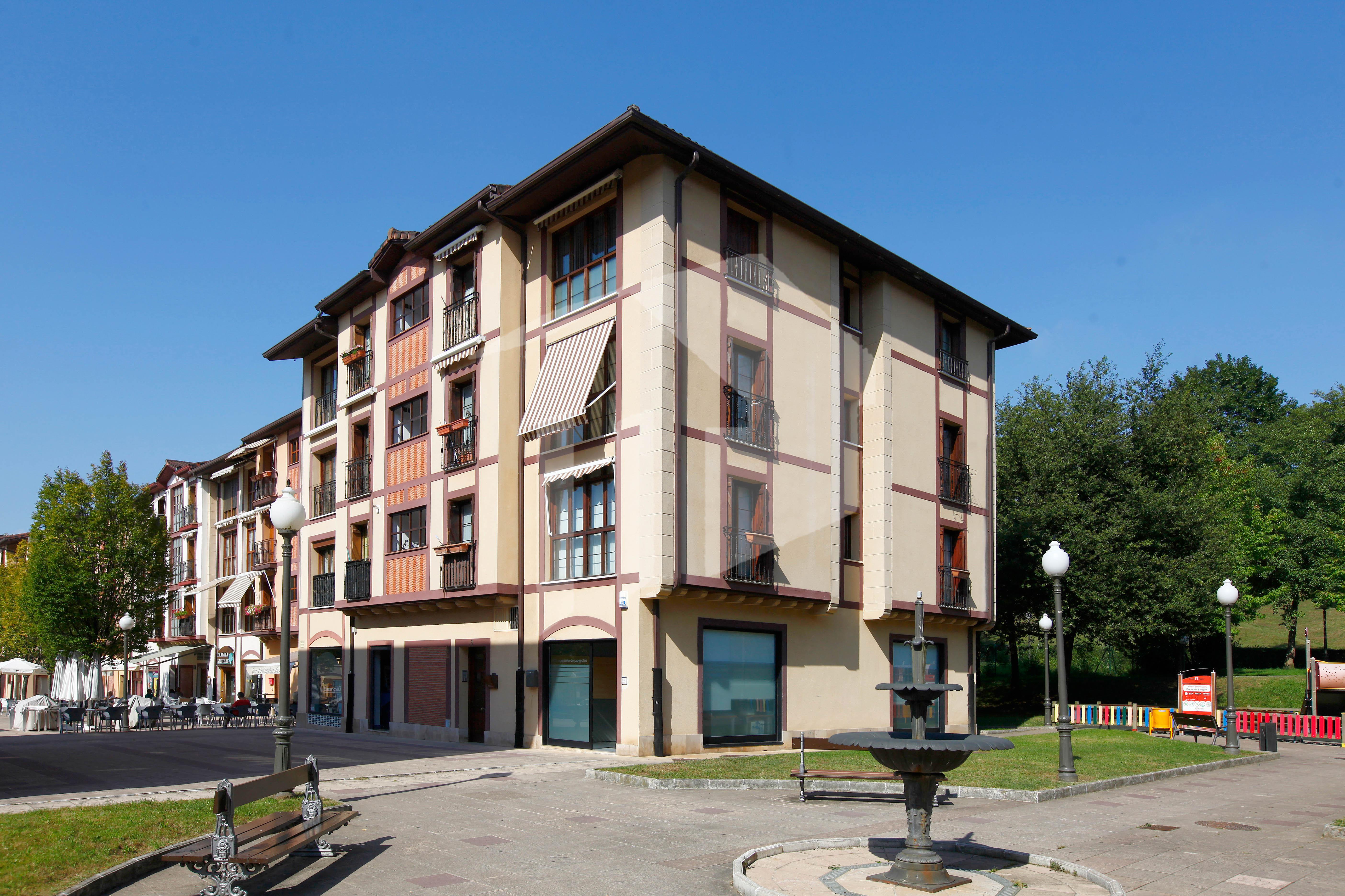 Bonito piso de 95 m2, situado en la Plaza Eihera de Urdanibia Berri.. IMPECABLE