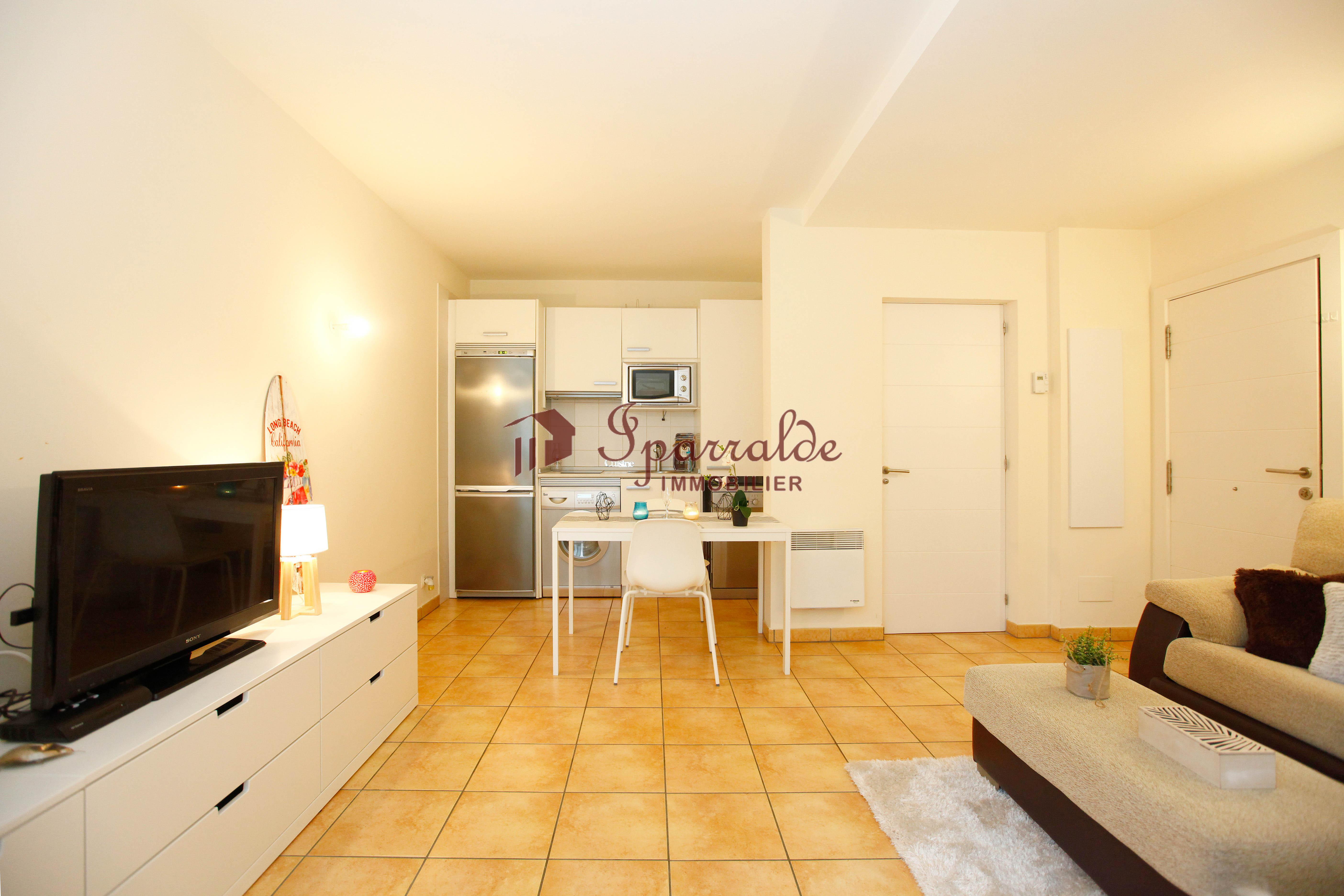 Se vende precioso piso situado en plena playa de Hendaia, elegida recientemente una de las playas mas bonitas de Europa.
