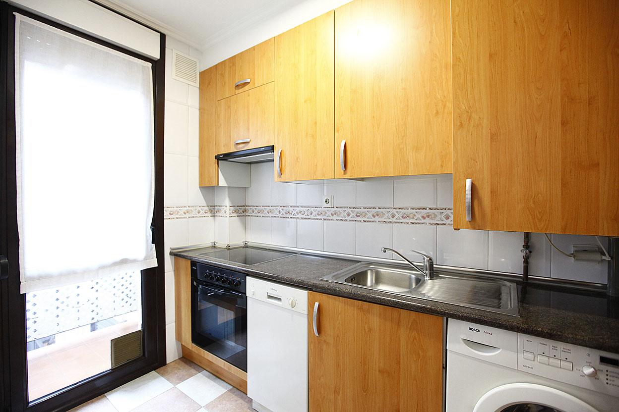 Coqueto piso reciente de 55 m2 , para entrar a vivir. Preciosas vistas y muy soleado.
