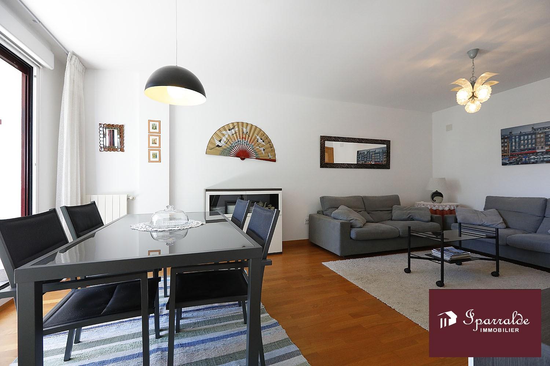 Apartamento T3 con hermosa terraza soleada en la ciudad de Hondarribia.