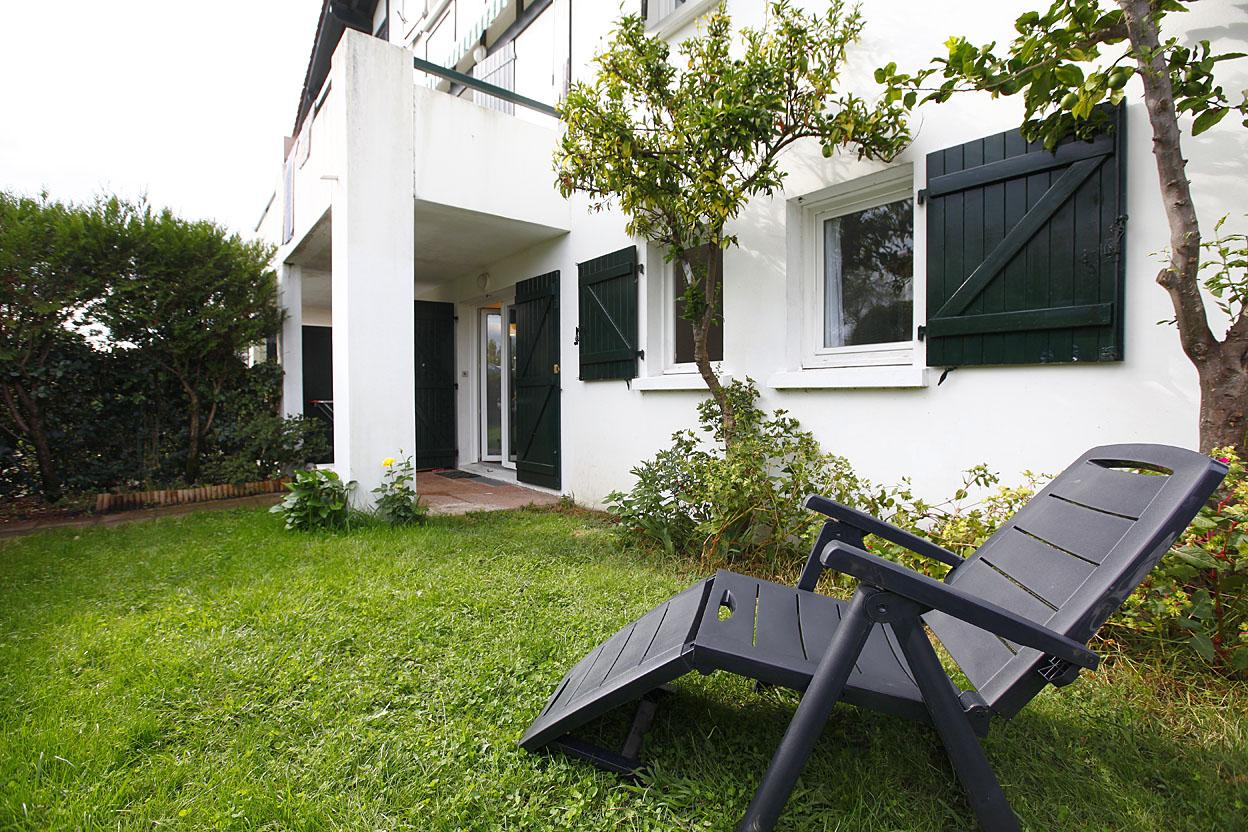 Bonito piso de 3 habitaciones en résidencia, zona tranquila, con jardín y parking privado.