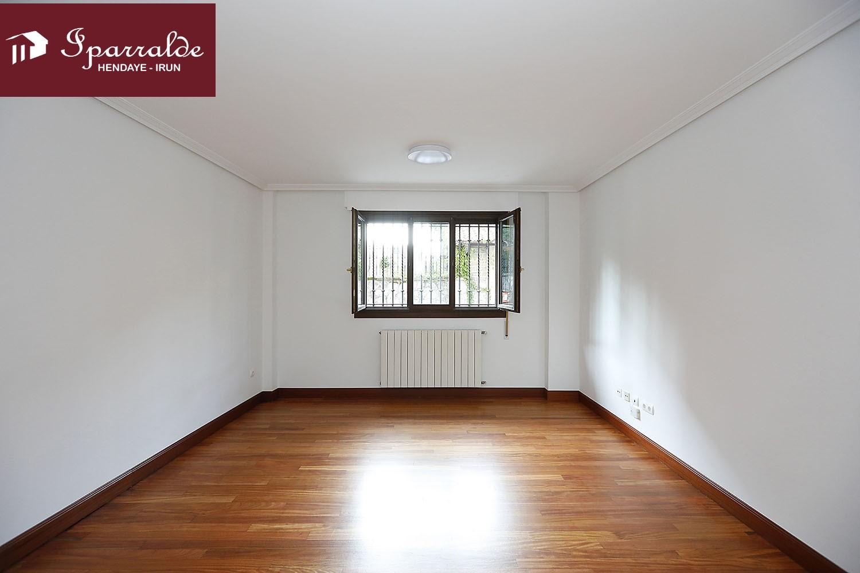Piso seminuevo de 3 habitaciones en pleno centro de Irún.Ideal como primera vivienda e inversión