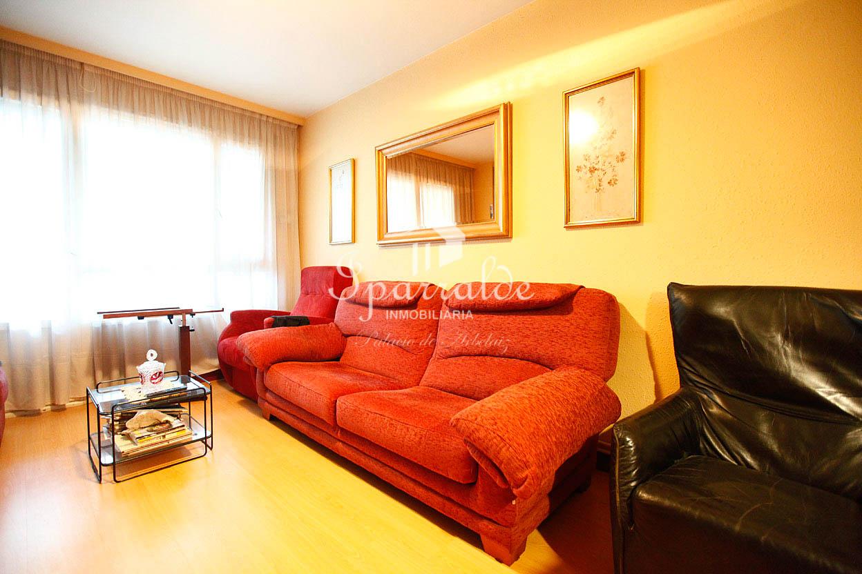 Amplio piso en Azken Portu. Exterior y soleado.Habitaciones amplias y exteriores. Cocina exterior.  Ideal como primera vivienda o para familias.