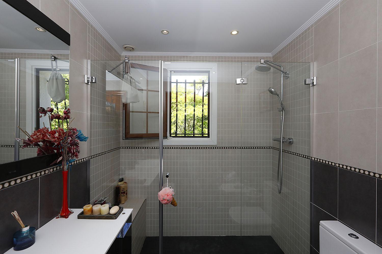Preciosa Villa  individual de 160 m2 sobre una parcela de 1870 m2 a 6 km de la Playa de Hendaya.