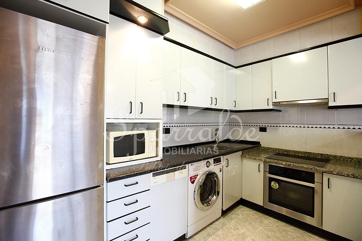 Soleada vivienda de 2-3 habitaciones , en el barrio de Anaka de Irún. Trastero y ascensor a cota cero. Muy soleada.