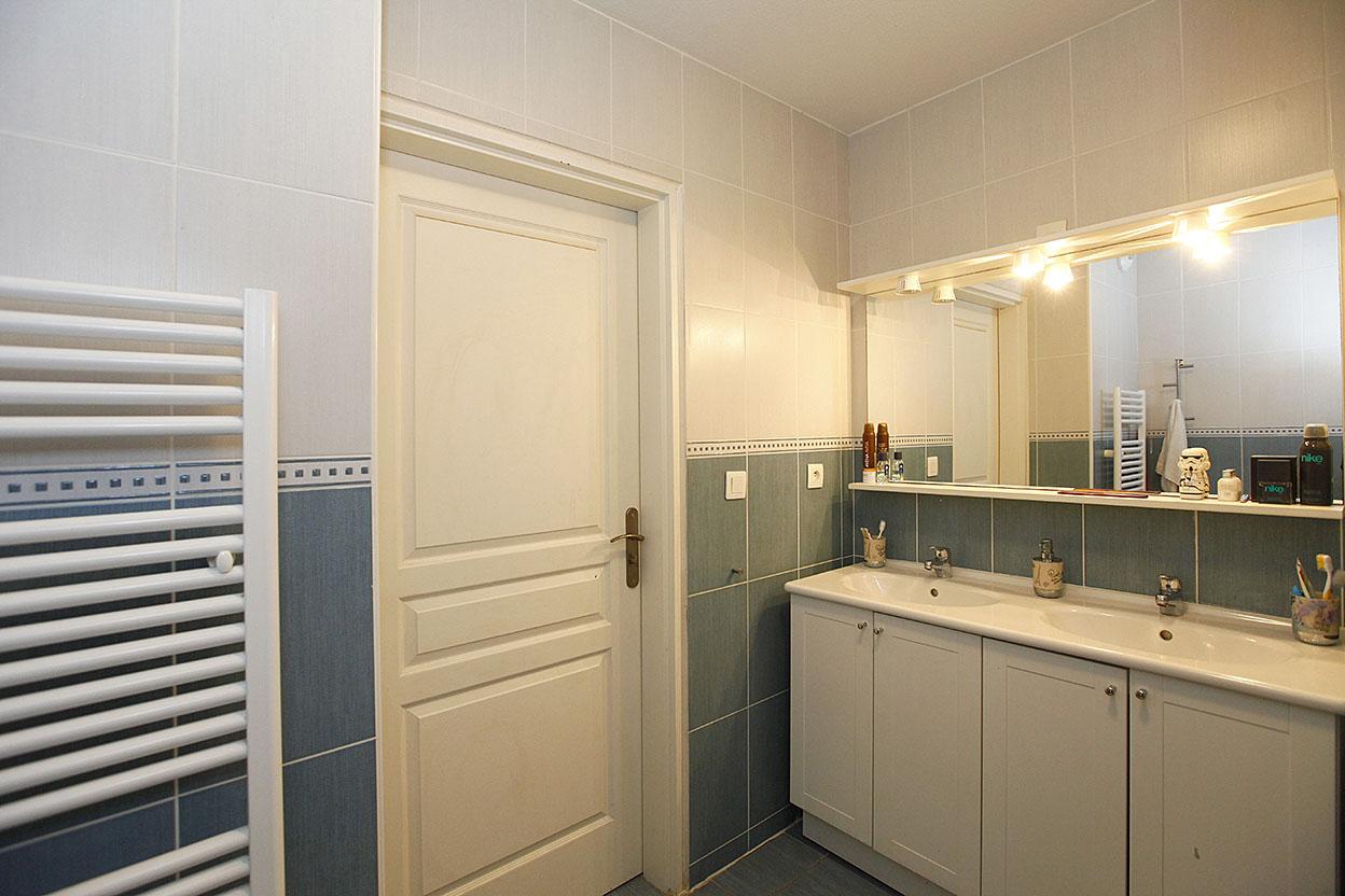 A la venta en Hendaia, bonito piso de 3 habitaciones de 80m2 con terraza de 28m2 orientada al sur.