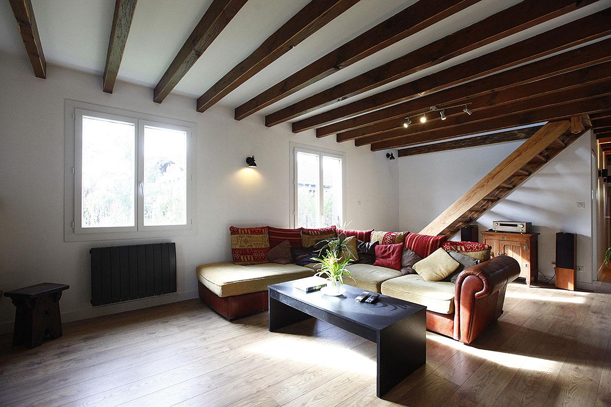 Preciosa Villa individual de 5 habitaciones con  teraza y garaje cerrado.