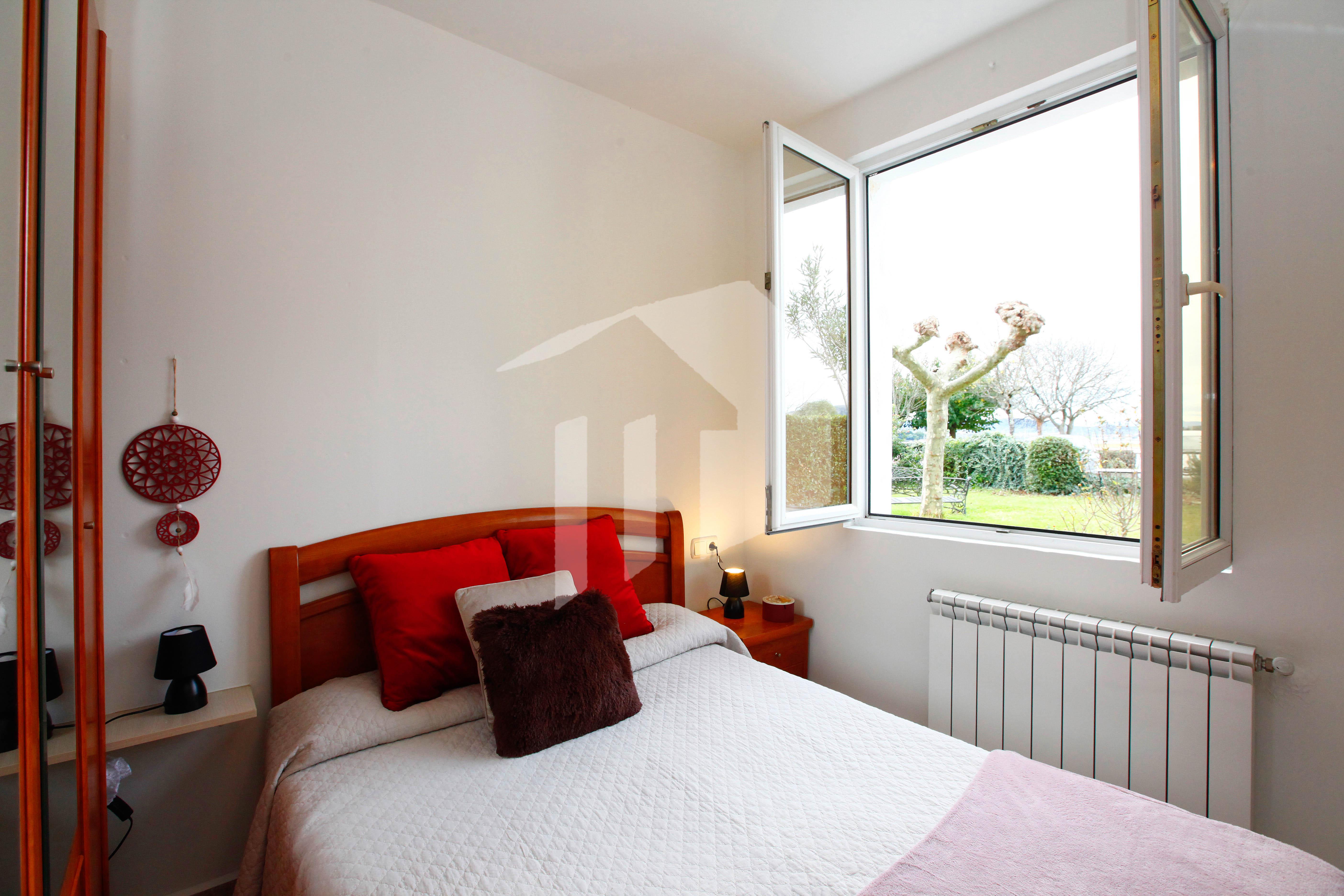La mejor terraza de Hendaia! Se vende bonito apartamento con terraza con espectaculares vistas a la Bahía de Txingudi.