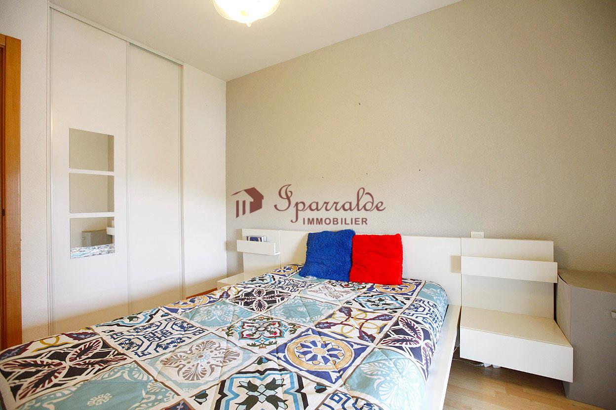 Bonita vivienda de 45m2 con terraza de 10 m2, muy luminosa y soleada.