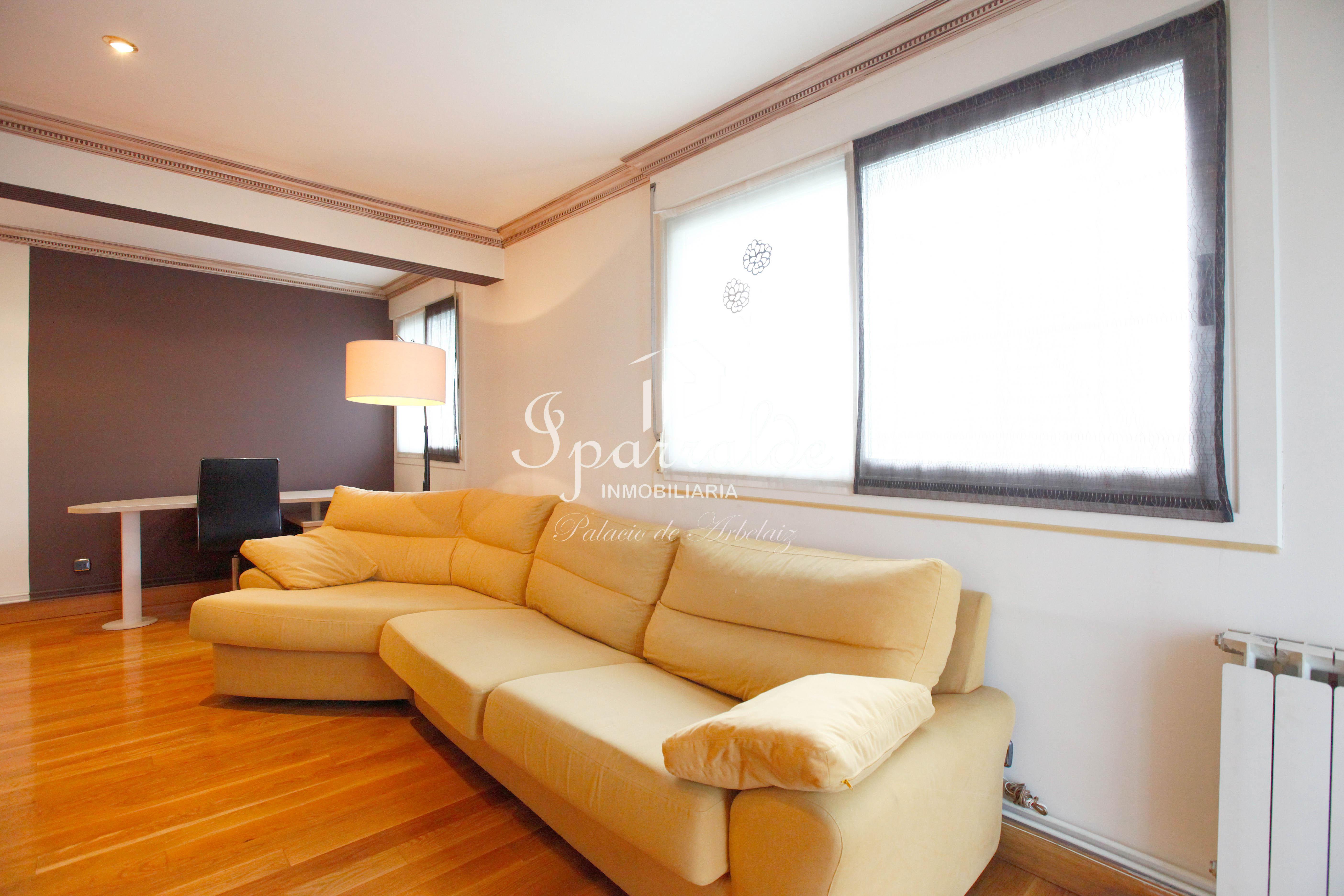 Bonito piso de 80 m2 , situado cerca de Palmera Montero. Opcional: garaje cerrado.
