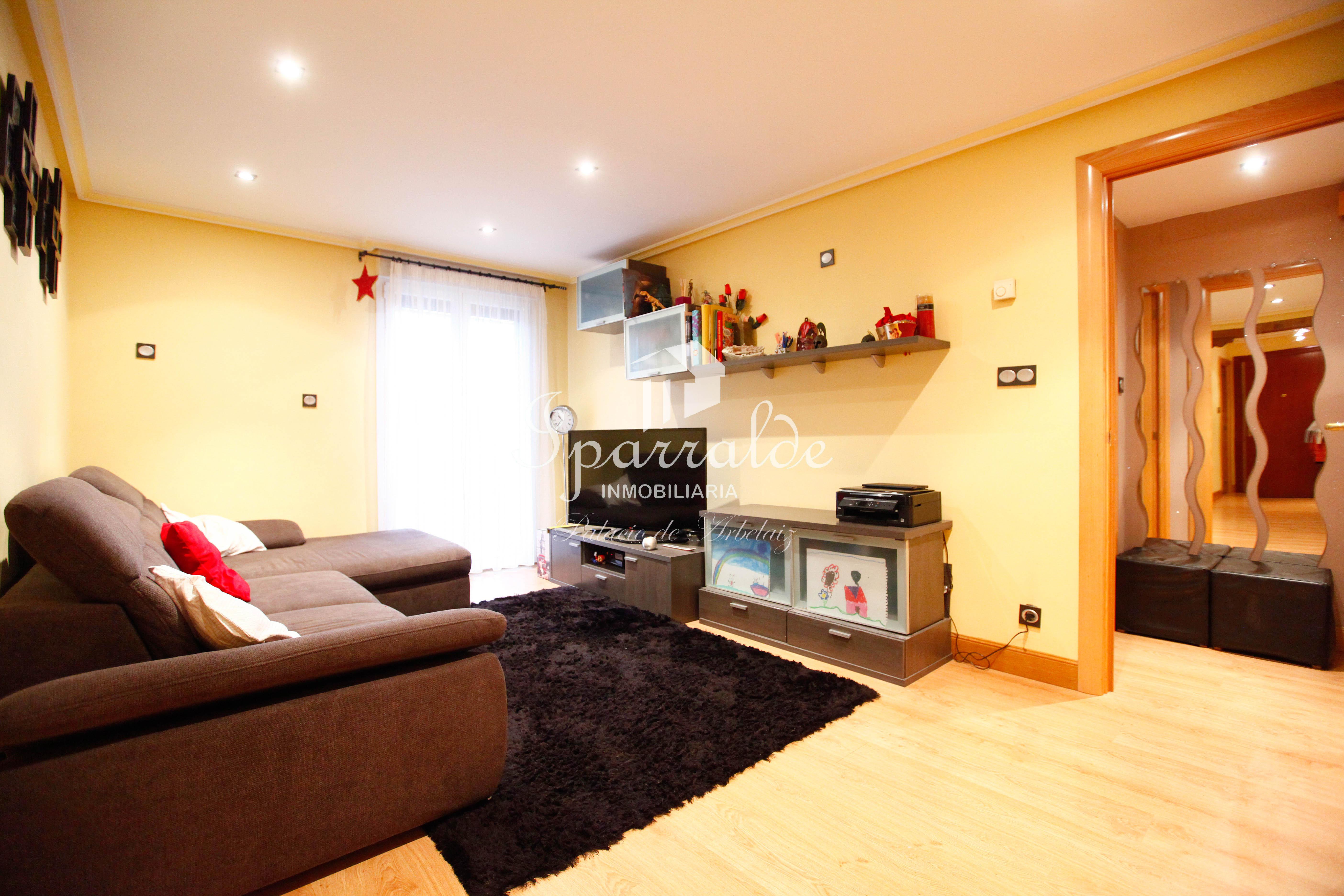 Bonito piso de dos habitaciones en zona céntrica  y tranquila de Ir�...