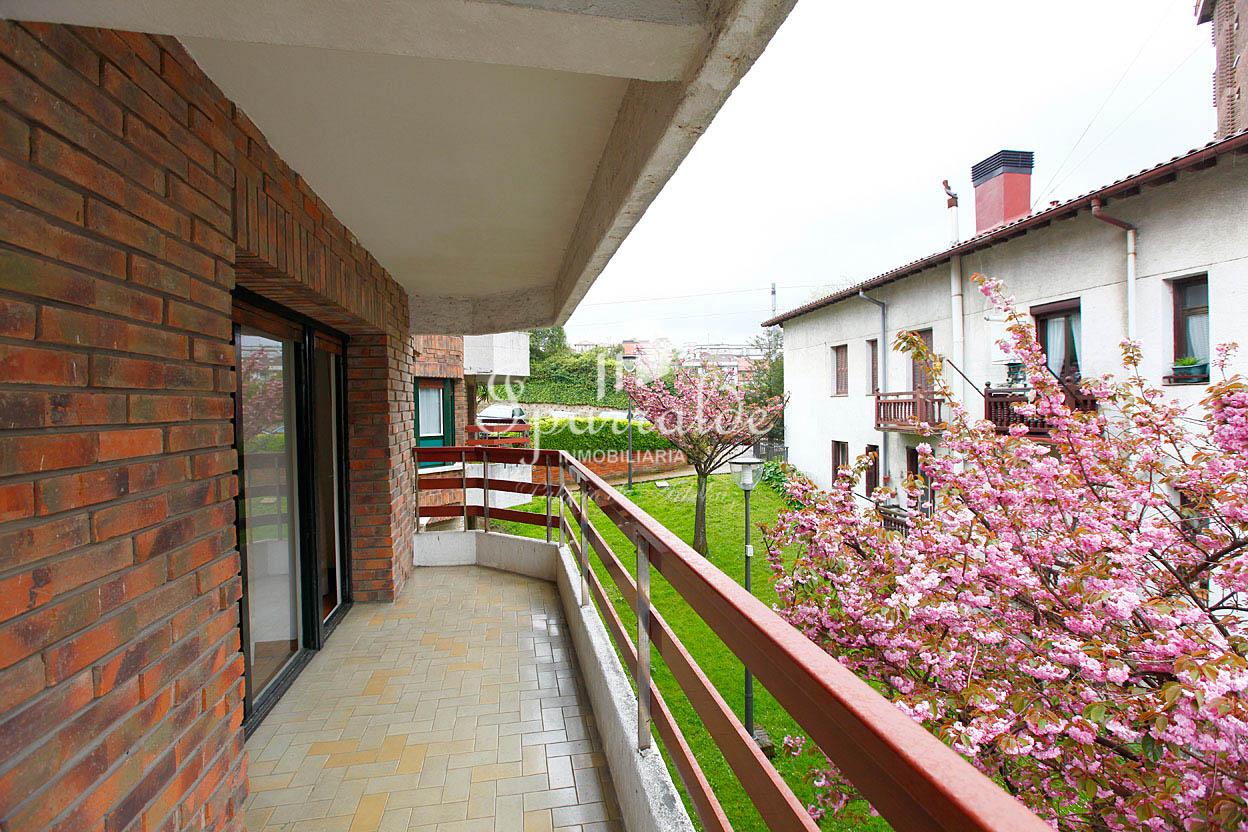 Amplia vivienda completamente exterior decuatro dormitorios, dos baños, cocina independiente y salón comedor con salida a terraza