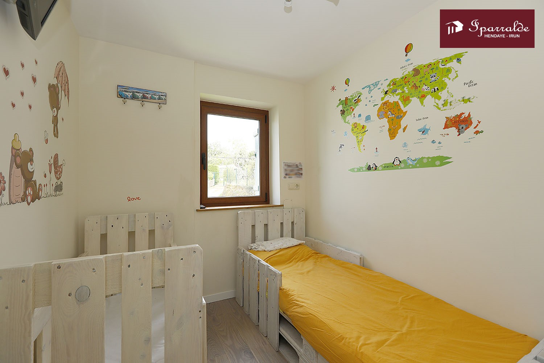Vivienda con encanto, de 3 habitaciones en el barrio de Behobia de Irún, para entrar a vivir. IMPECABLE.