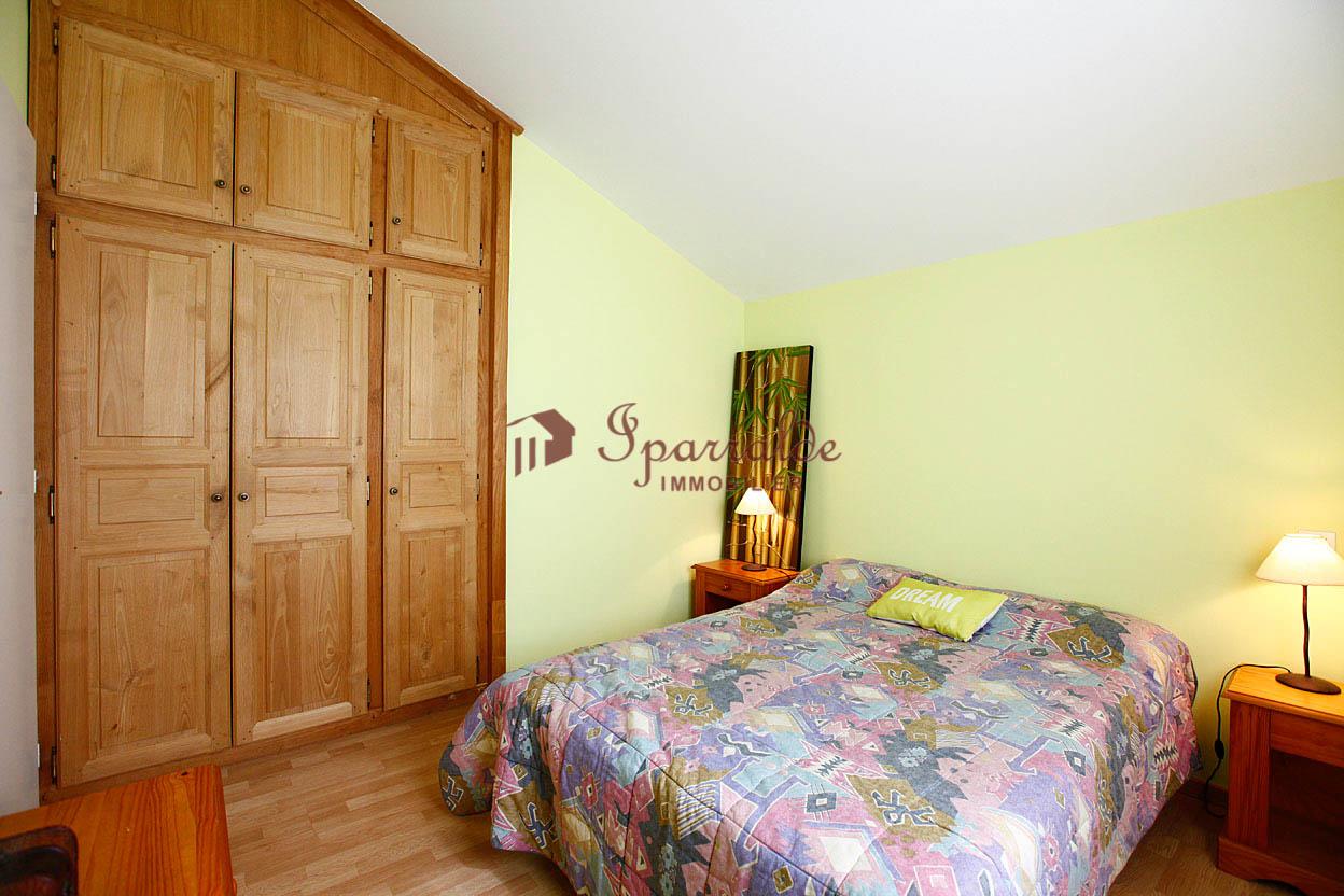 Se vende preciosa villa Individual de 4 habitaciones con vistas a la bahía y a la montaña.
