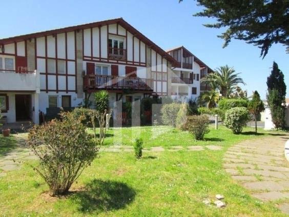 Se vende precioso piso con acceso a pie a la playa de Hendaia. Piso de 1 habitación con preciosa terraza en urbanización de 2007.
