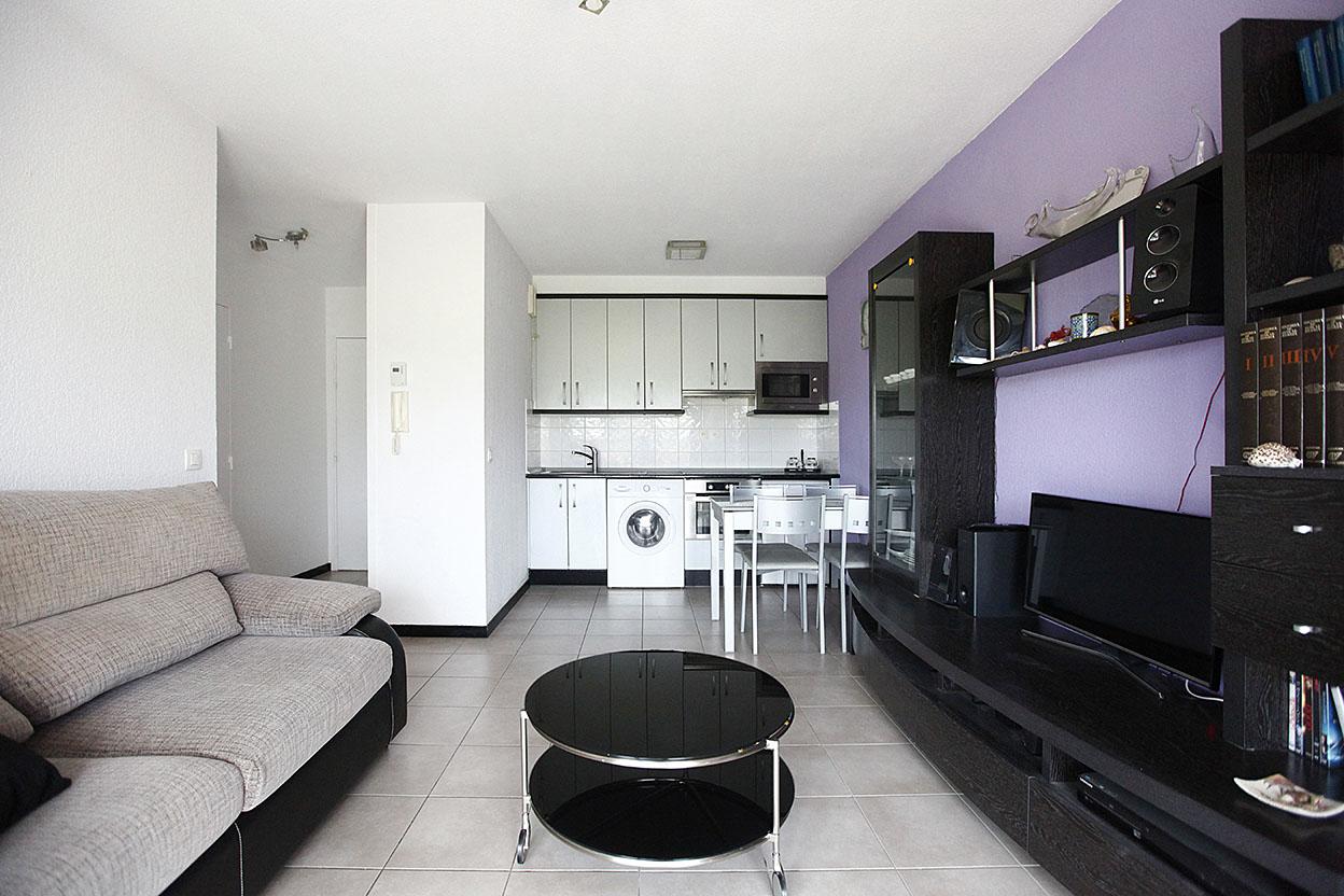 A la venta bonito piso con garage privado en residencia tranquila con ascensor.