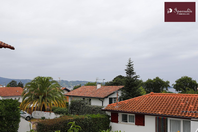 Apartamento de tipo T4 en la planta baja de un Chalet a 15 minutos andando de la Playa de Hendaya (64)